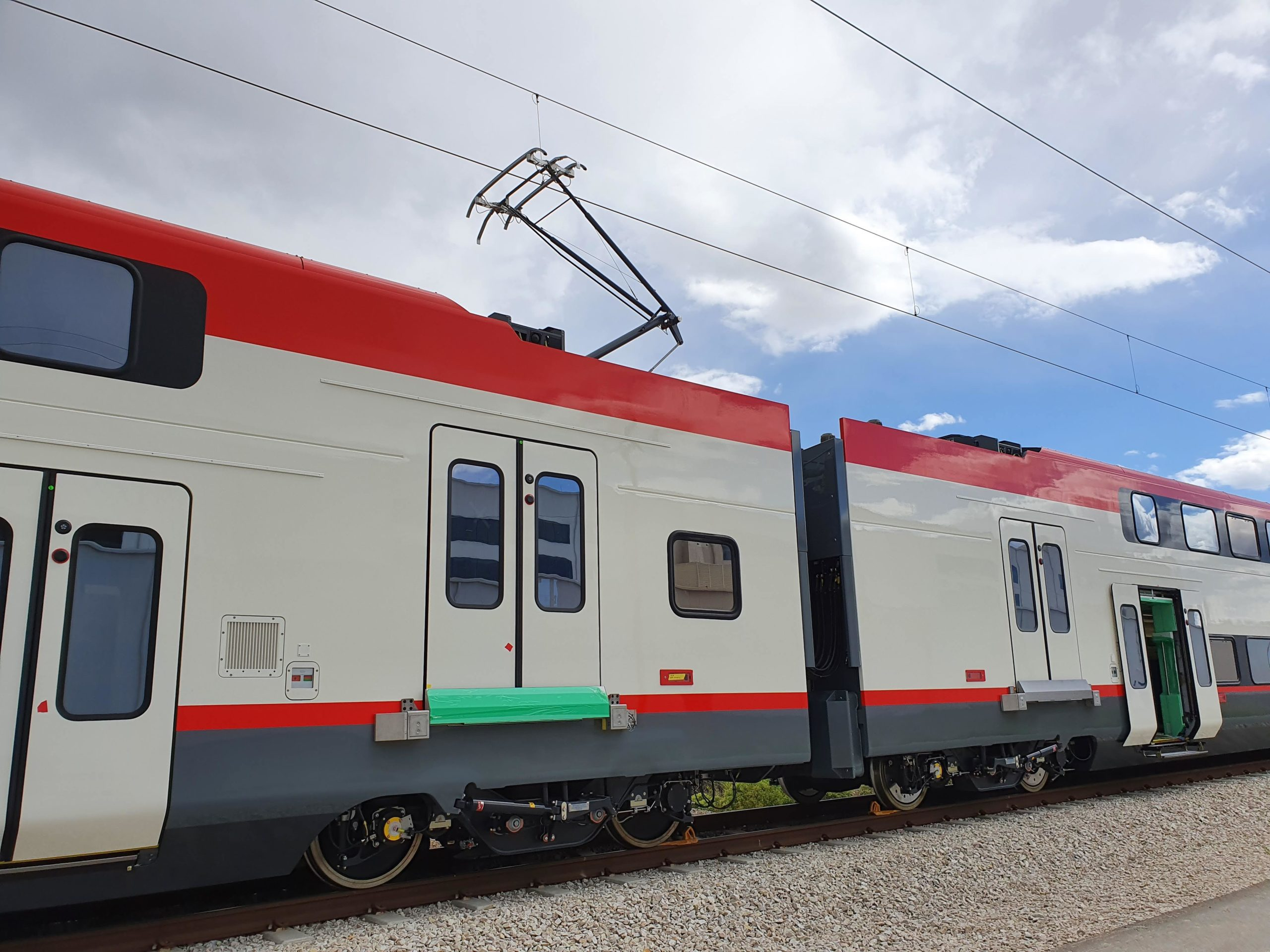 One of Caltrain's first new trainsets, under wire. Photo: CalMod
