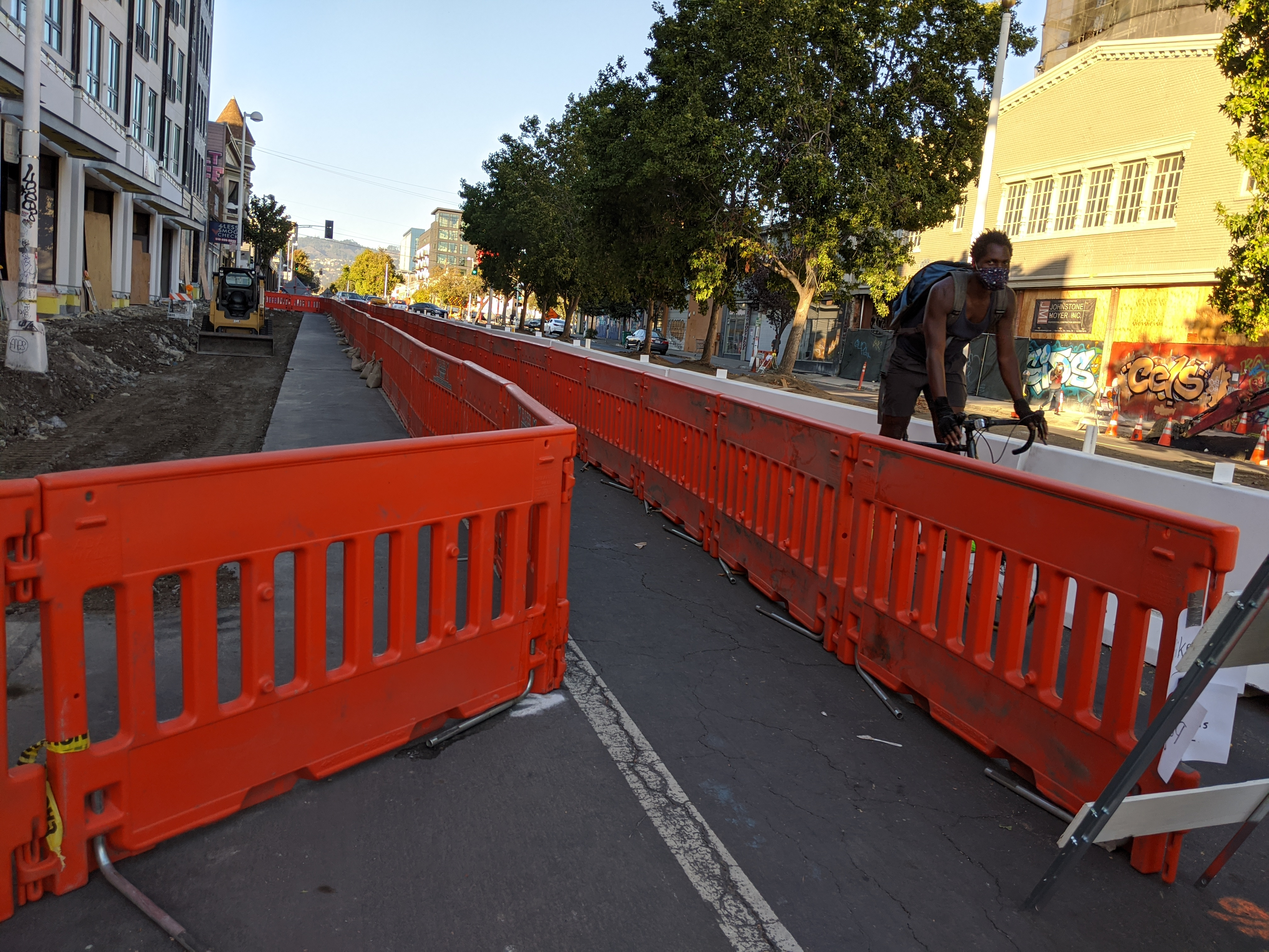 With this configuration, cyclists and pedestrians know exactly where they need to be. And both are protected by an robust barrier from incursions by motorists
